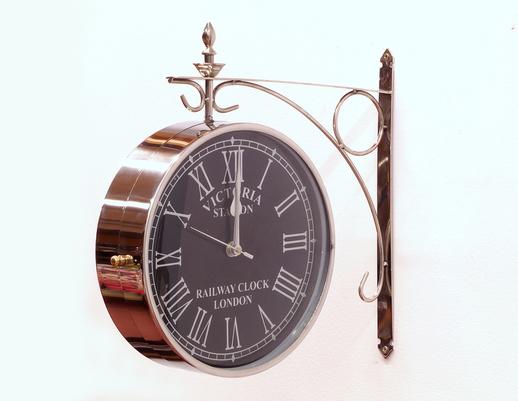 Dwustronny zegar wiszący