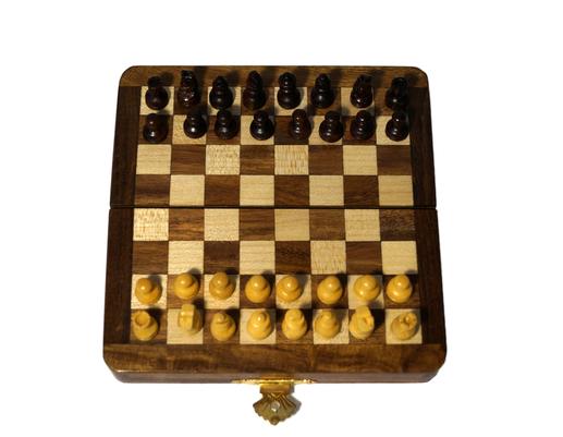 Drewniane indyjskie szachy z podstawą magnetyczną