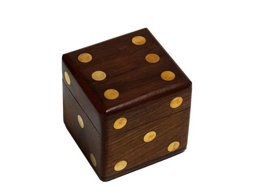 Drewniane pudełko z kośćmi do gry