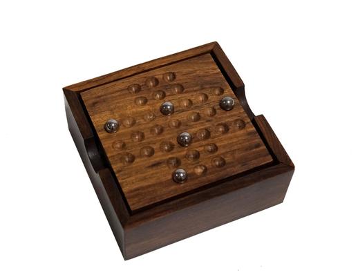 Drewniana indyjska gra samotnik oraz kółko i krzyżyk