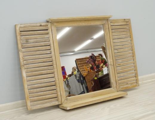 Lustro z okiennicami i półką