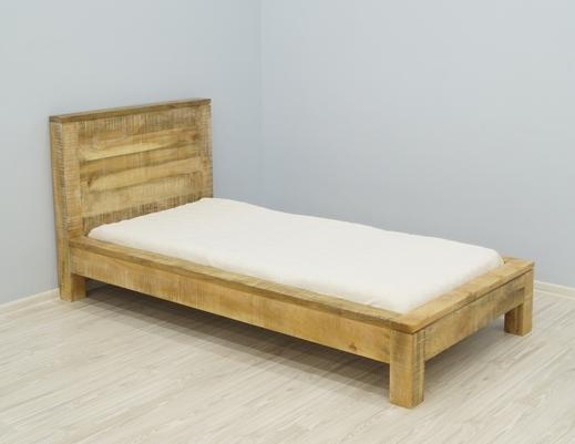 Łóżko kolonialne indyjskie w stylu loft