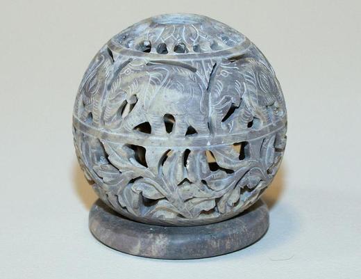Indyjski świecznik z kamienia - kula