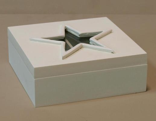 Drewniana biała skrzynka pudełko na herbatę