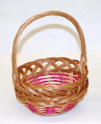 Koszyczek na święconkę z wikliny