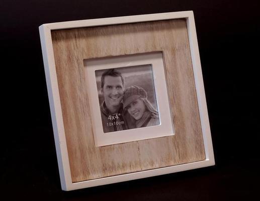 Drewniana ramka na zdjęcie w stylu retro