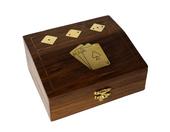 Drewniane pudełko indyjskie z dwoma taliami kart i kośćmi do gry