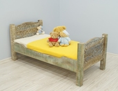 Drewniane łóżko dziecięce kolonialne indyjskie