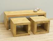 Drewniany stolik kawowy indyjski z dwoma stolikami