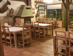 Restauracja Zajazd Wiejski w Szczechach Wielkich na Mazurach i indyjskie komplety obiadowe